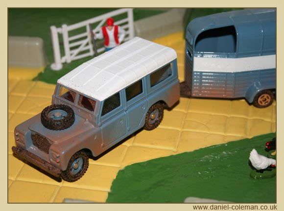 Land Rover & Beaufort Horse Box (Corgi)