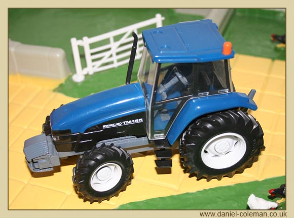 TM17 New Holland (Britains)